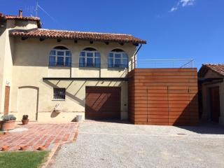 Cozy Monforte d'Alba vacation House with Dishwasher - Monforte d'Alba vacation rentals