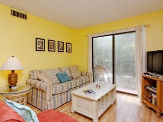 Xanadu 7-D, 2 Bedroom, Large Pool, Tennis, Walk to Beach, Sleeps 6 - Hilton Head vacation rentals