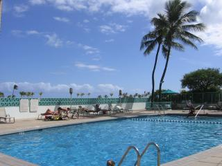 1 Bdroom, Next to Waikiki Beach, $85/nt, $595/week, April to Dec, WiFi, sleeps 4 - Honolulu vacation rentals