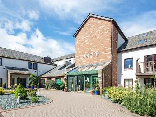 FELL VIEW, luxury first floor apartment, excellent leisure facilities on-site, romantic retreat, near Penruddock and Keswick, Ref 17386 - Penruddock vacation rentals