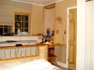 Nice B&B with Parking Space and Towels Provided - New Windsor vacation rentals
