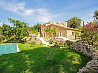 Beautiful House with Private Outdoor Pool and Satellite Or Cable TV - Le Plan-de-la-Tour vacation rentals
