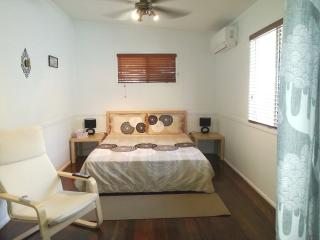 Comfy Flat in Brisbane Suburbia - Mount Glorious vacation rentals