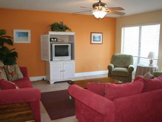 BEAUTIFUL NAVARRE BEACH CONDO JUST STEPS TO BEACH! - Navarre vacation rentals