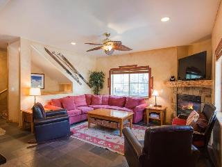 Spacious townhouse w/private hot tub & clubhouse access! - Park City vacation rentals
