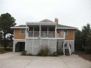 Nice House with Deck and Internet Access - Cedar Neck vacation rentals