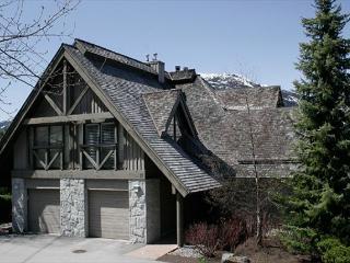 Pinnacle Ridge 21 | Whistler Platinum | Close to Ski Access, Private Hot Tub - Brackendale vacation rentals