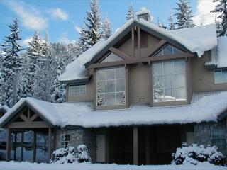 Stoneridge #12 | 3 Bed Townhome, Close to Ski Access, Wood Burning Fireplace - Whistler vacation rentals