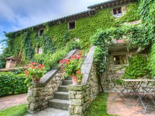 Borgo Corsignano - Cervo - Poppi vacation rentals