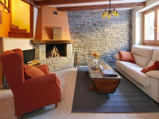Dera Nheu 1 - Perfecto para grupos y familias - Province of Lleida vacation rentals