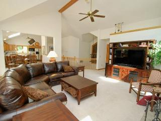 Mojave Mountain Home - New private hot tub, fabulous decor, directly on free shuttle to slopes! - Keystone vacation rentals