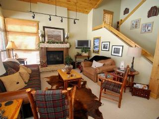 Ski Tip Townhome 8716 - On free shuttle, beautiful 2 story floor plan, washer/dryer! - Keystone vacation rentals