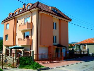 2-Rooms Apartment with garage, WiFi, pool - Kranevo vacation rentals