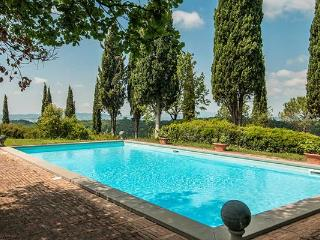 Take self-indulgent delight in this beautifully decorated Tuscan villa, which was featured in several Home Decor magazines SAL FON - Tuscany vacation rentals