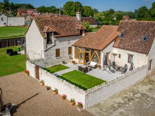 The Two Arches, Les Arches de Muschamp - Cussay vacation rentals