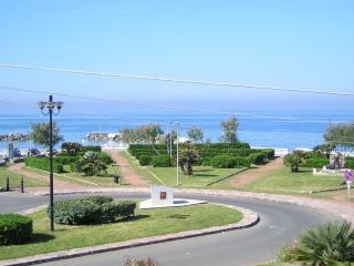 Residence sul mare con giardino e gazebo - Rosignano Marittimo vacation rentals