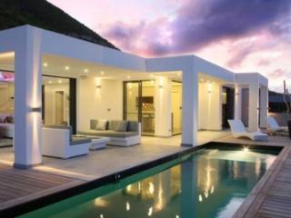 Sensational 2 Bedroom Villa in Mont Vernon - Hillside vacation rentals