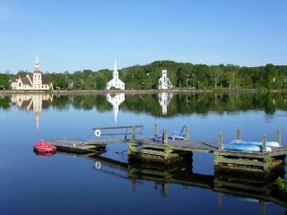 Loon Lodge on Mahone Bay Harbor with Famous Waterfront View! Boats and Bikes! - Mahone Bay vacation rentals