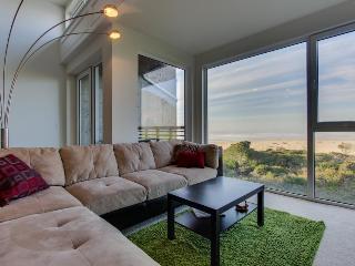 Upscale, dog-friendly beach apartment - close to beach! - Rockaway Beach vacation rentals