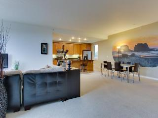 Oceanfront pet-friendly condo w/shared hot tub, beach access - Rockaway Beach vacation rentals