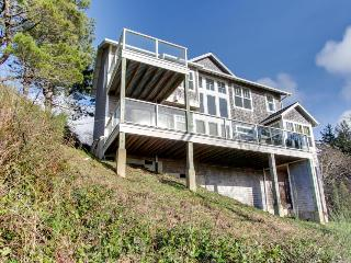 Gorgeous dog-friendly home with ocean views, beach access & private hot tub - Oceanside vacation rentals