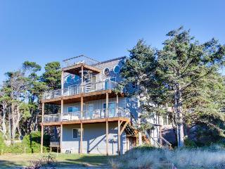 Dog-friendly, scenic beach duplex  w/ relaxing hot tub, multiple decks & Jacuzzi - Rockaway Beach vacation rentals