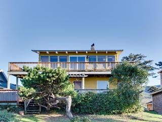 Ground level, beachside cottage with hot tub, pets welcomed! - Rockaway Beach vacation rentals