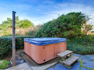 Private hot tub, ocean view, walk to the beach! - Lincoln City vacation rentals