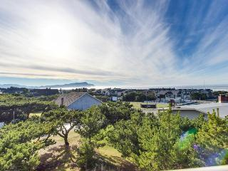 Ocean view condo with hot tub, pool, & golf access! - Gearhart vacation rentals