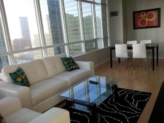 Modern 2 Bedroom Stylish Downtown Suite @ Maple Le - Toronto vacation rentals