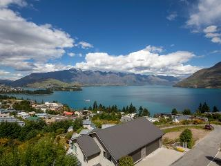 7LY Queenstown, Sleeps 8 in Luxury, Lake Views - Queenstown vacation rentals