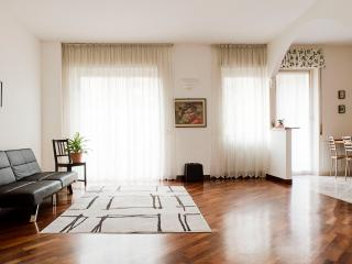 Apartment Sempione - Free Wifi Internet - Milan vacation rentals