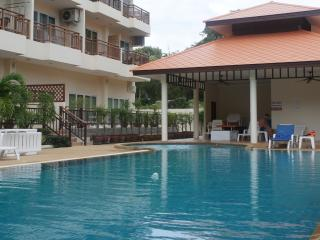 Emerald Serviced Apt - FREE Electric-WiFi-Cable TV - Pattaya vacation rentals