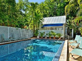 Colony Poolside: A charming bungalow near the historic cemetery - Florida Keys vacation rentals