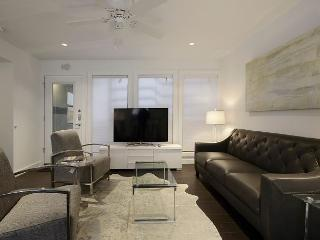 3BR/2BA Plush, Modern Condo,  Downtown Austin, Sleeps 8 - Austin vacation rentals