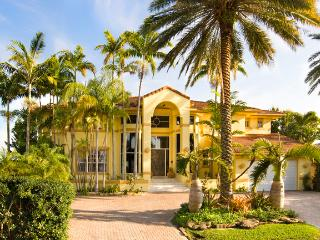 2 Story Luxury Waterfront Mansion min to South Bch Ultra Music Festival Availabl - North Miami vacation rentals