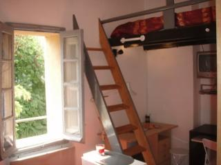 Nice and furbished Studio in city center - Aix-en-Provence vacation rentals
