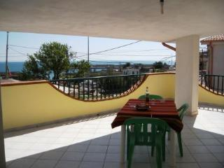 Romantic 1 bedroom Le Castella Townhouse with Deck - Le Castella vacation rentals