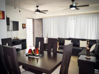 Apartment 3 Bedroom, 2 Bath, WIFI & Pool CLAVEL 1 - Playa del Carmen vacation rentals