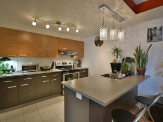 Nice Condo Montreal full equip - Montreal vacation rentals