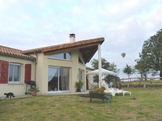 Individual house, very quiet, with stunning views - Secondigny vacation rentals