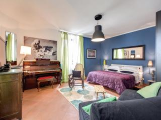 Lovely apartment at Trastevere with terrace - Rome vacation rentals