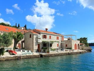 SEA HOUSE 2 ,comfortable apartment on waterfront - Zaton vacation rentals