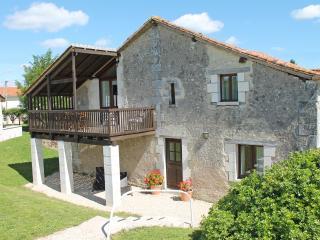 La Vieille Grange, Longeveau - Charente vacation rentals