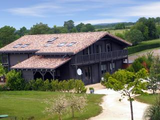 Adorable 5 bedroom Saint-Etienne-de-Villereal Villa with Internet Access - Saint-Etienne-de-Villereal vacation rentals