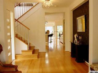 Boutique room, free wifi, continental breakfast. - Brisbane vacation rentals