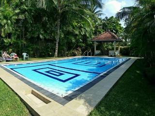 quiet location 10 mins to beach by tuc tuc - Beruwala vacation rentals
