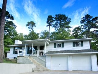 Trailhead Cottage 4 bdrm - Perfect Eureka Location, 1 mi from Downtown, on Trail System - Eureka Springs vacation rentals