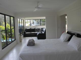 Nice Condo with Internet Access and Hot Tub - Cabarita Beach vacation rentals