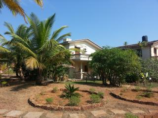 Luxury Detached 3 Bedroom en-suite Sunset View Beach Villa with private Patio, - Varca vacation rentals